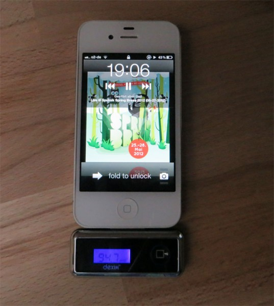 dexim-iphone-ipod-fm-transmitter-verbunden